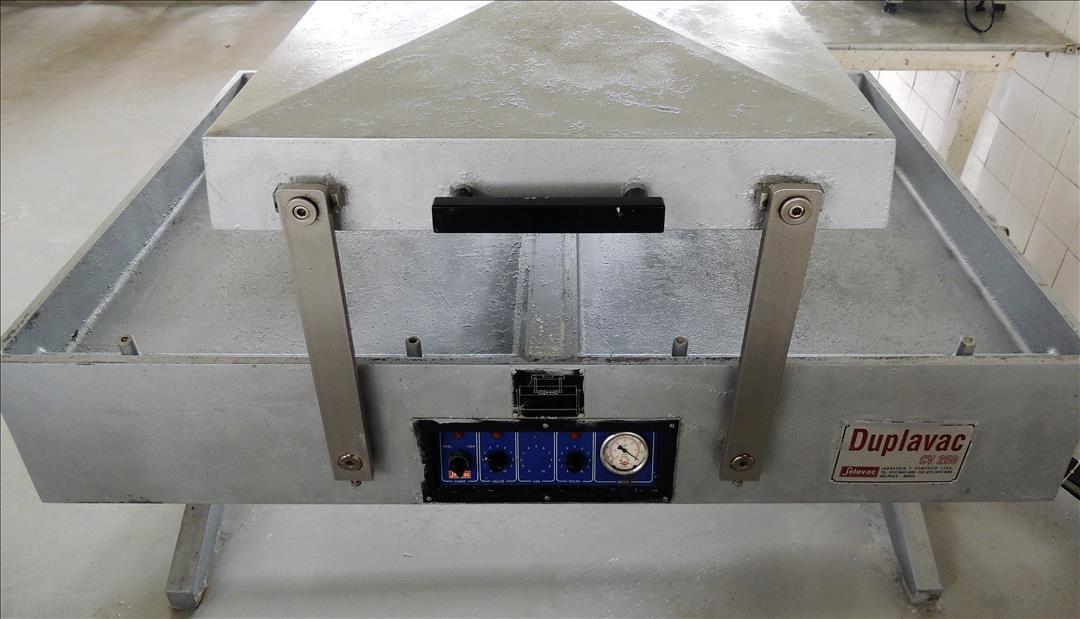 Máquina de Vácuo com Bomba