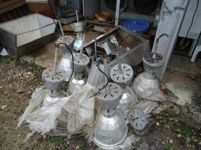 Luminárias 220 V e 400 W