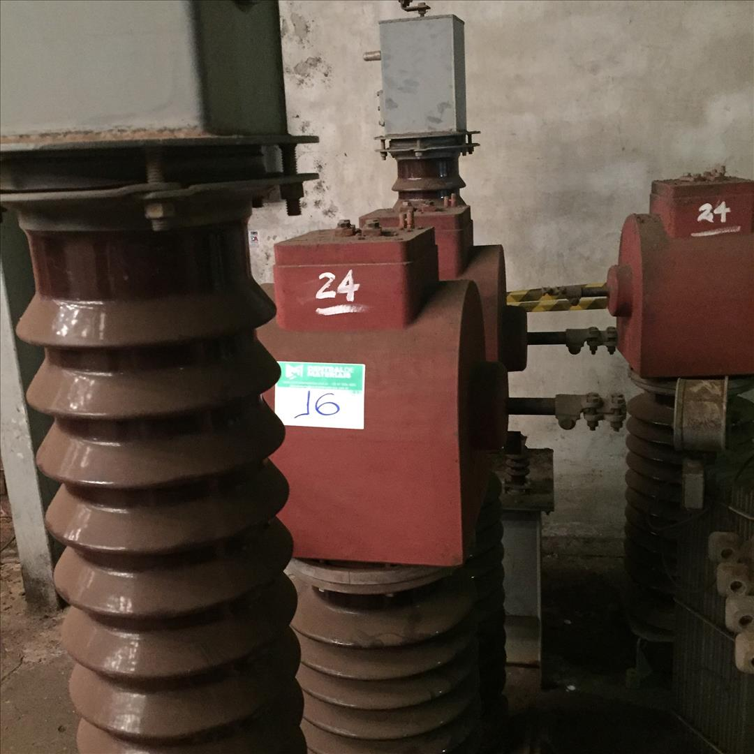 03 Transformadores de corrente m/balteau tipo SBO-59, 60 Hz, 350 kV.