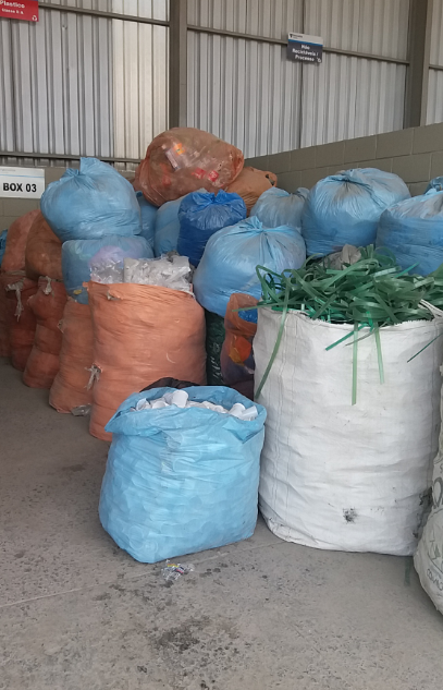 Sucata de Plástico Aprox. 8 ton imediata e 10 a gerar em 6 meses.