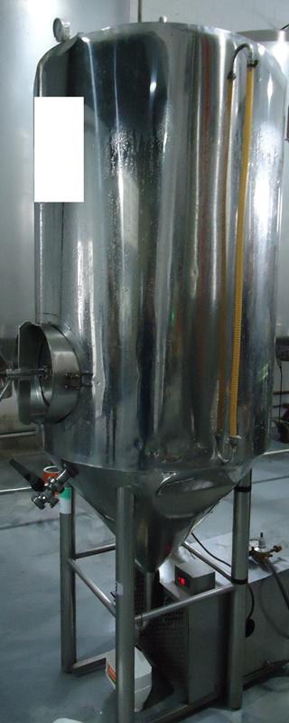 Tanque Auto refrigerado para fermentação de Cerveja Inox 650 Litros