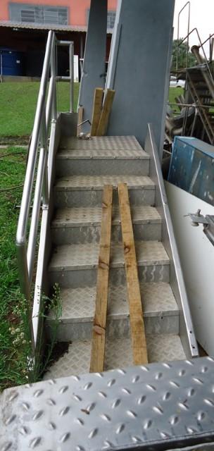 Escada de Inox Com Guarda Corpo