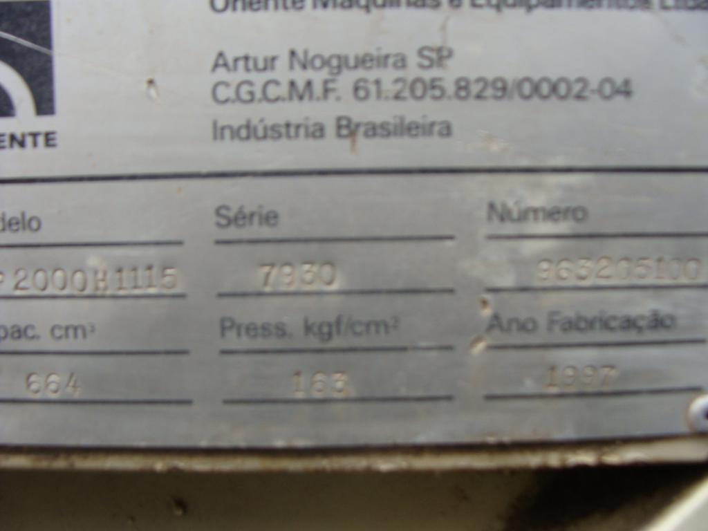 Injetora de Plástico Oriente IHP2000 H1115 1997