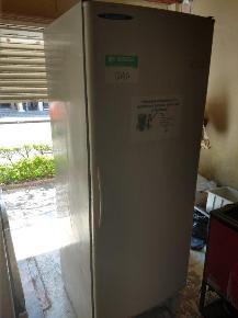 2 Refrigeradores Verticais 400 lts.